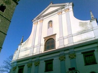 Die Fassade der St. Nikolaus Kathedrale