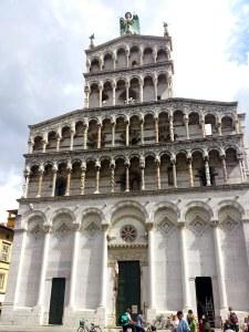 An der Chiesa San Michele in Foro mag es wohl auch gelegen haben - italienisches Dolce Vita!