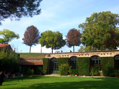 Von der Stadtmauer aus sieht man in Gärten hinein und umgekehrt ...
