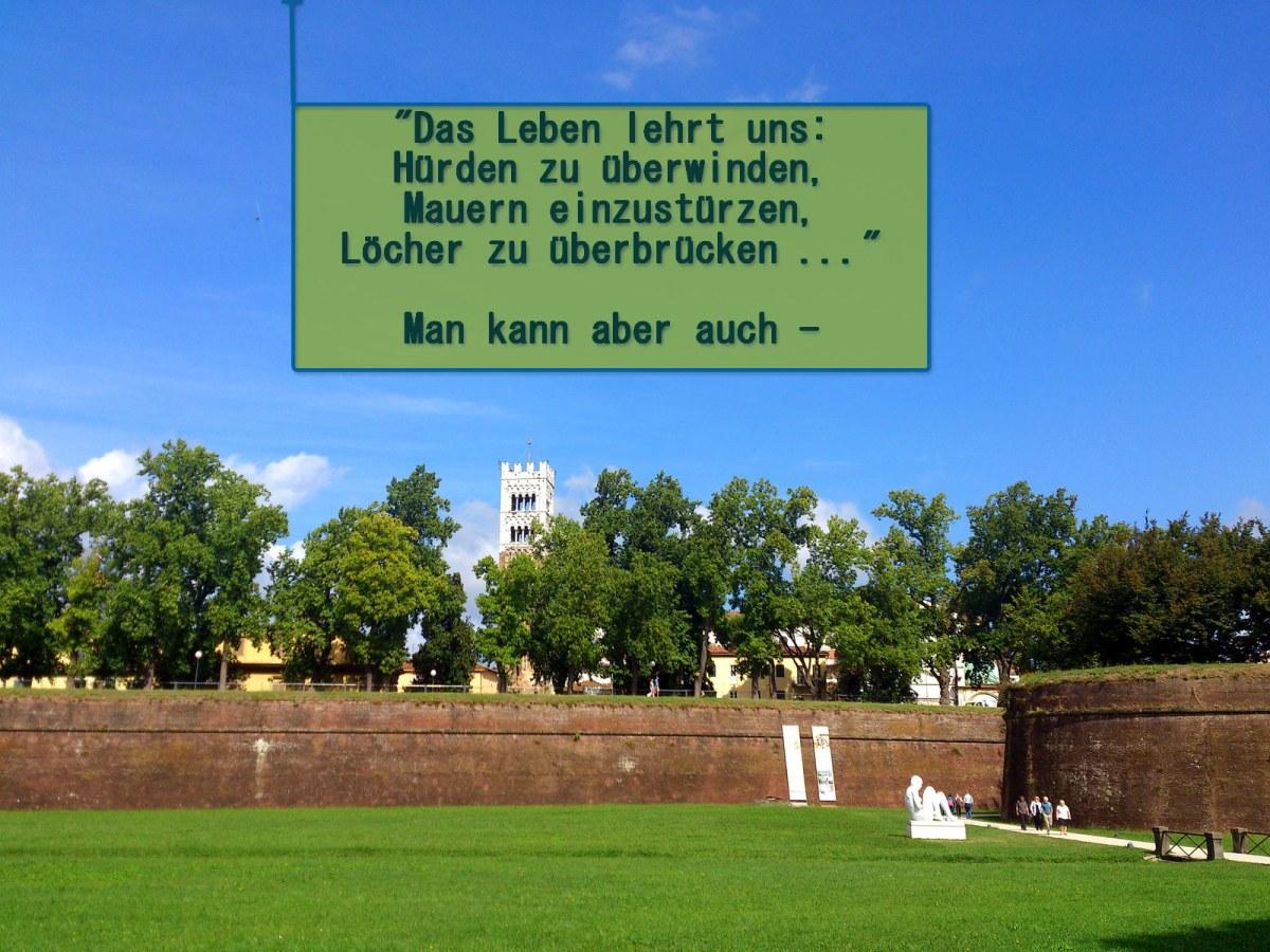 eine (Stadt-)Mauer erklimmen und die Aussicht genießen