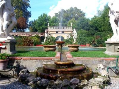 Der grosse Brunnen im Zentrum des Gartens lädt zur Entspannung ein...