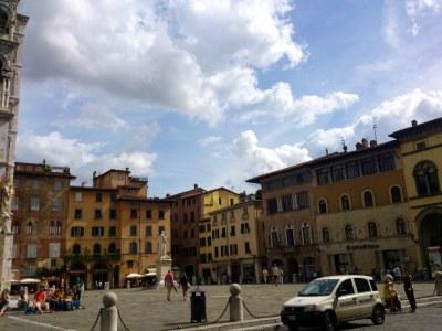 Die Piazza San Michele erinnert an das römische Forum